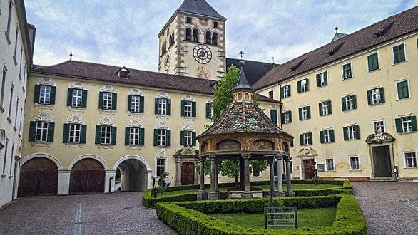 Das Augustiner Chorherrenstift Neustift mit Kloster Neustift (30 Min)
