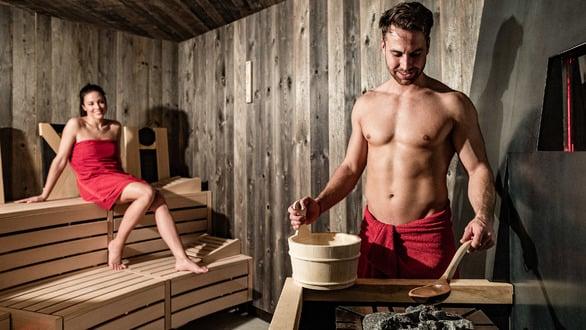 Sauna finlandese con caminetto